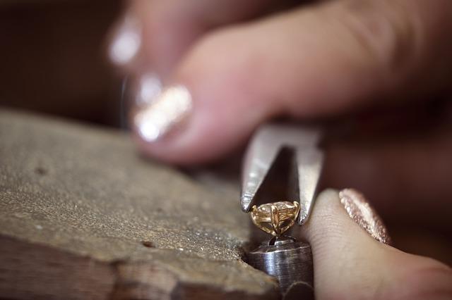 jak zrobić biżuterię artysrtyczną