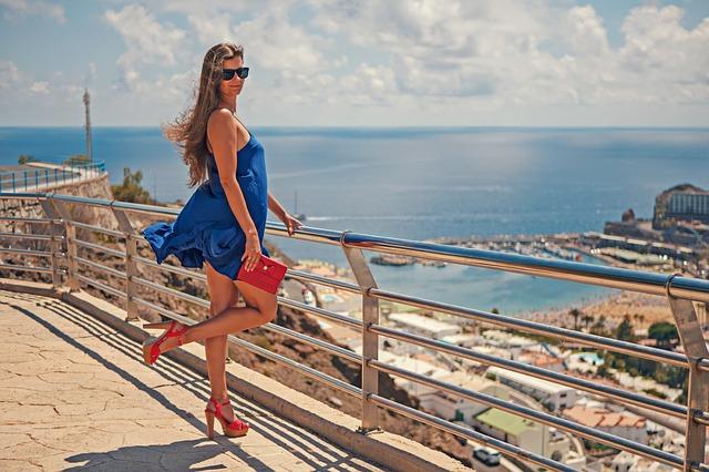 dodatki do niebieskiej sukienki